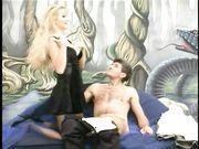 Maturo spompinato da Eva Henger in un casting