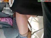 Fidanzata senza mutandine e autoreggenti al bar